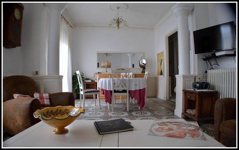 Béziers Charakter Wohnung in der Nähe von Restaurants, Bars, Geschäften, im Herzen der Stadt