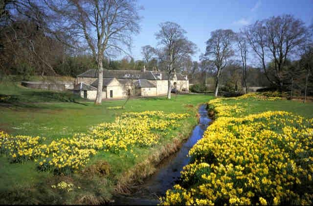 Cosy Bed & Breakfast on a Beautiful Country Estate, holiday rental in Bathgate