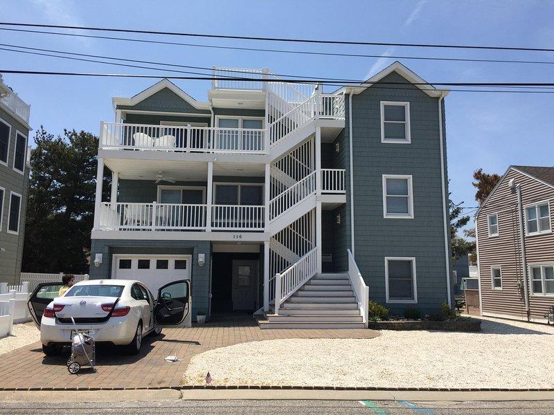 LBI Upscale 1st Floor Duplex Steps2Beach Great Views 2 BRM + Futon Rm 1 1/2 Bth, location de vacances à Long Beach Island