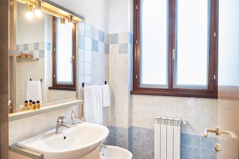 Residence Domaso_ one bedroom apartment_ bathroom