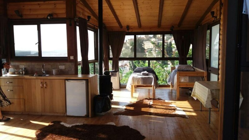 Log Cabin in the Sky with Pool, holiday rental in Safed