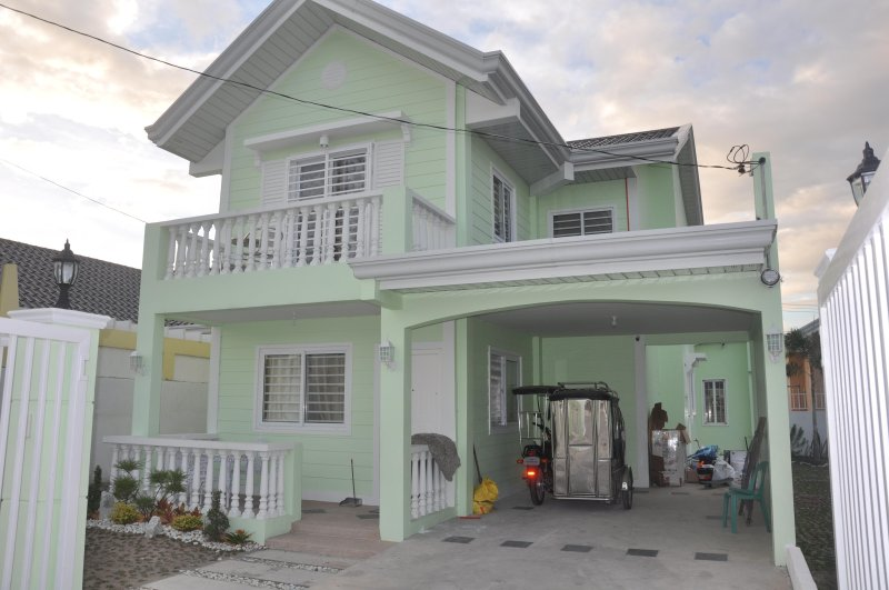 3 Bedroom Family House in Safe Subdivision with Pool and Gym access., vacation rental in Pampanga Province