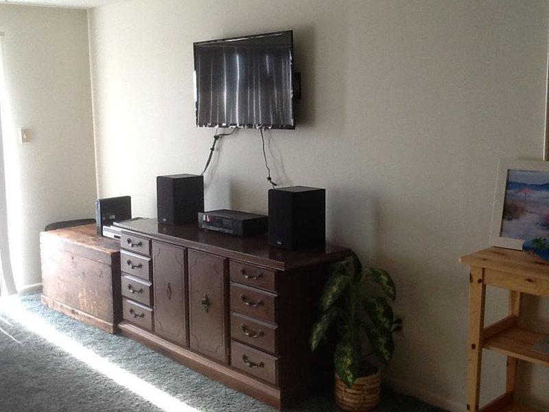 TV, aparelho de som, DVD, TV a cabo, Wi-Fi