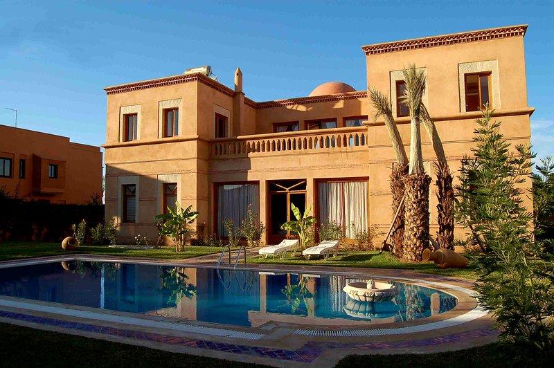 Magnifique villa dans le Golf d'Amelkis, alquiler de vacaciones en Ait Azzi