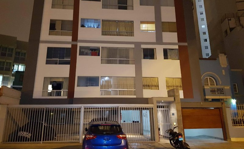 Votre appartement est bien éclairé, sécurisé, avec des portes de sécurité, PORTIER de caméras, interphones et buzzers.