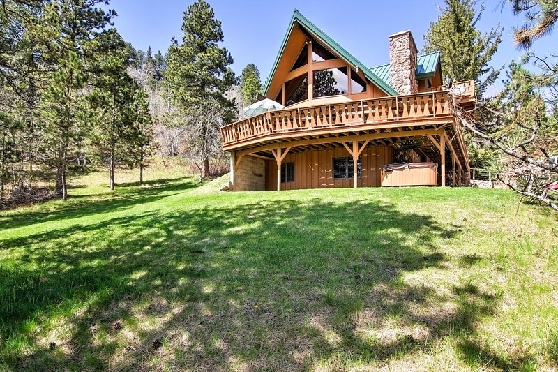 Plan your next escape to Lead in this 4-bedroom, 3-bathroom vacation rental house which sleeps 13 in South Dakota.