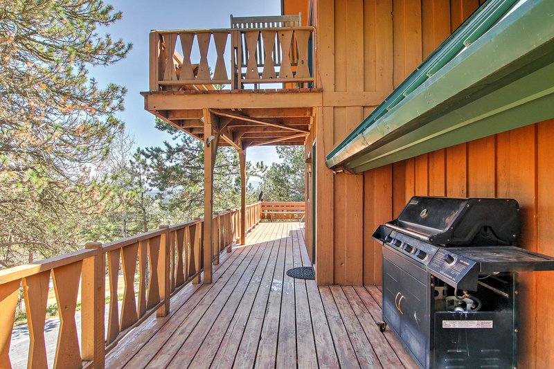 The home features an upper deck and lower deck.