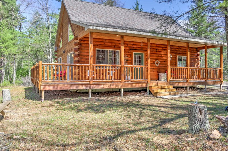 Plan your next escape to Wausaukee at this 3-bedroom, 1.5 bathroom vacation rental cabin in Wisconsin.