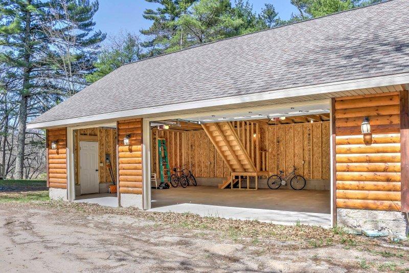 Un garage 3 auto è disponibile per il parcheggio.