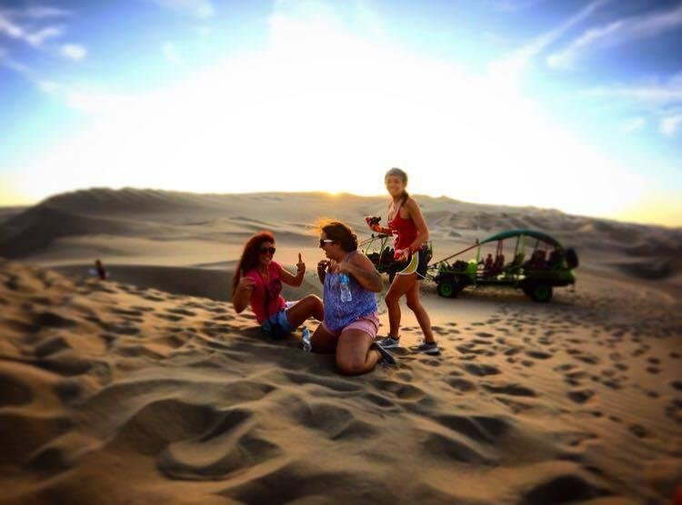 Les étudiants universitaires viennent et stagiaire pendant 3-5 mois et nous nous dirigeons souvent les dunes de sable pour se détendre.