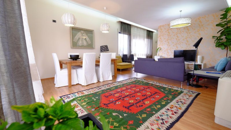 Beautiful luxurious apartment in the heart of Tirana with an amazing city view., holiday rental in Tirana