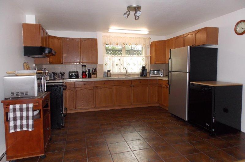 Adicional amplia cocina, equipos totalmente con electrodomésticos de acero inoxidable