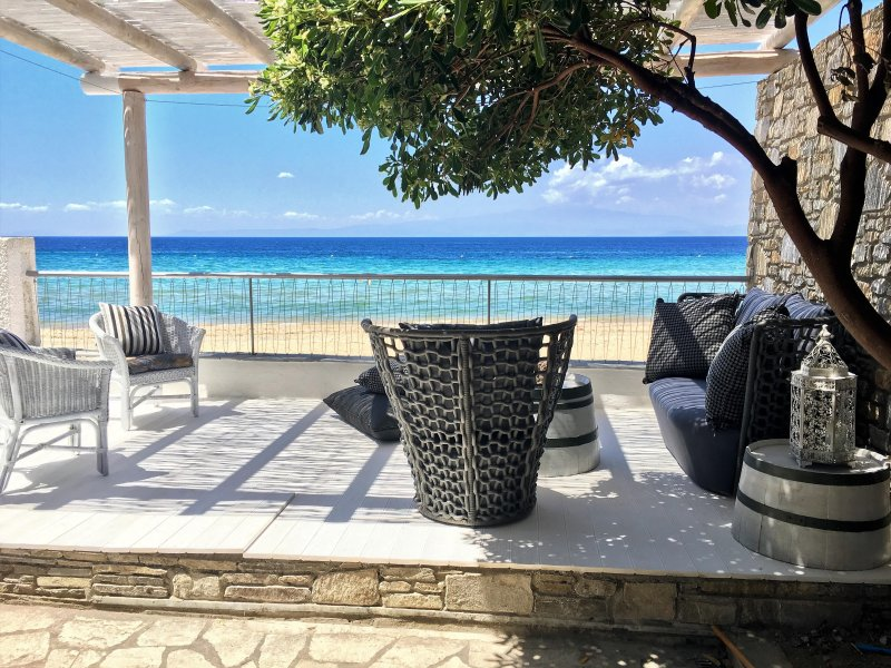 BYBLOS MARE  - The Beach Front  Deluxe Villa, holiday rental in Skala Sotiros