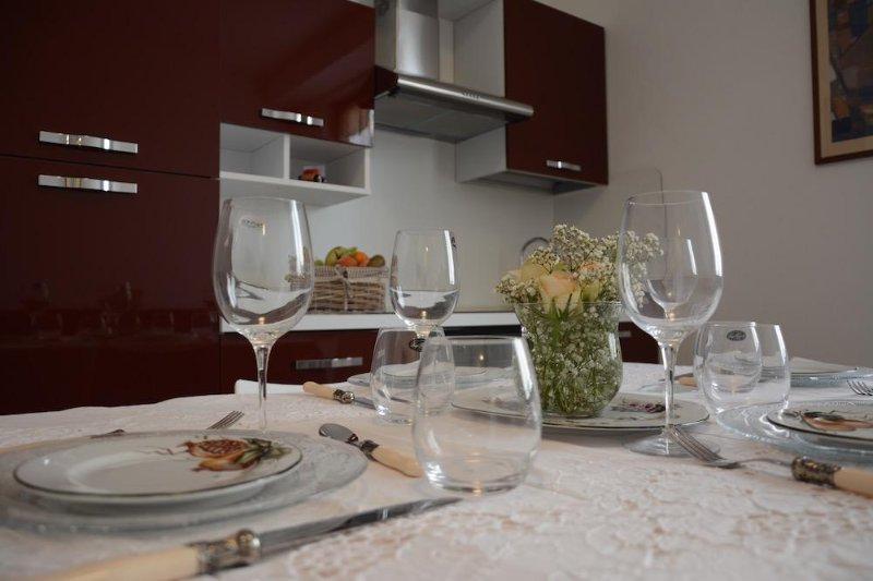 Appartamento 5-vani a 30mt dal mare con terrazzo – 1B 1T, Ferienwohnung in Ranzi