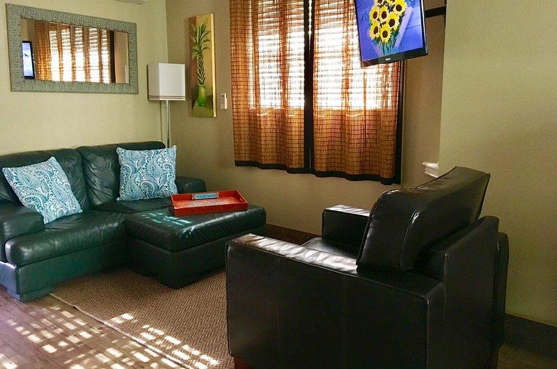 Coin salon w / TV à écran plat