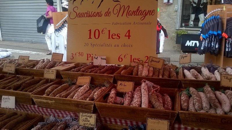 Se sei un fan di salsiccia sarai in cielo - fico, noce, finocchio, cinghiali e molti di più per provare!