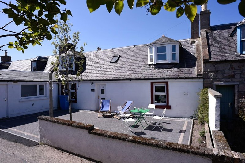 Cosy Fisherman cottage by the seaside, Ferienwohnung in Nairn