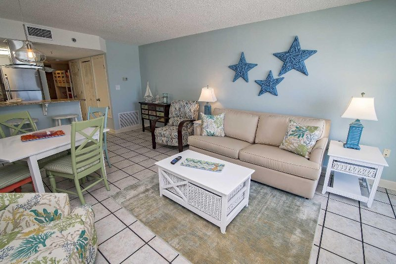 Gulf Front 2 Bedroom ~ Bonus Bunk Area ~ Great Location ~ Clearwater
