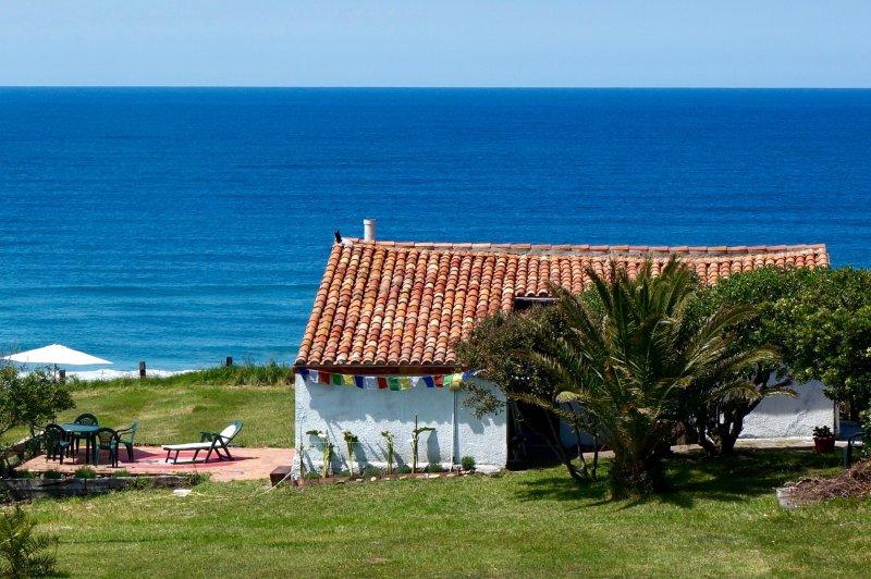 Casa primera línea de playa / Oceanfront property San Vicente de la Barquera, holiday rental in Treceno