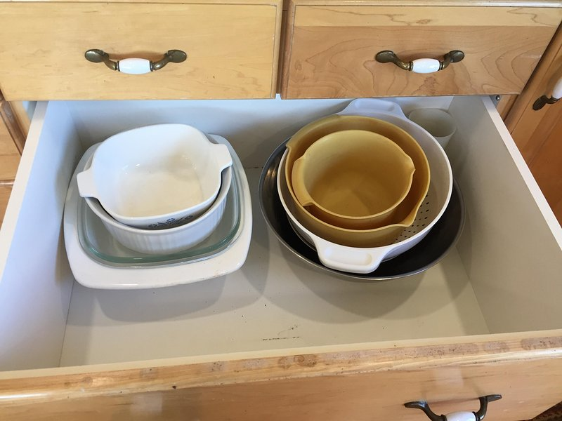 Cooking and serving bowls ready for your use.