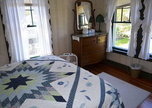 Bedroom 1: Queen bedroom.