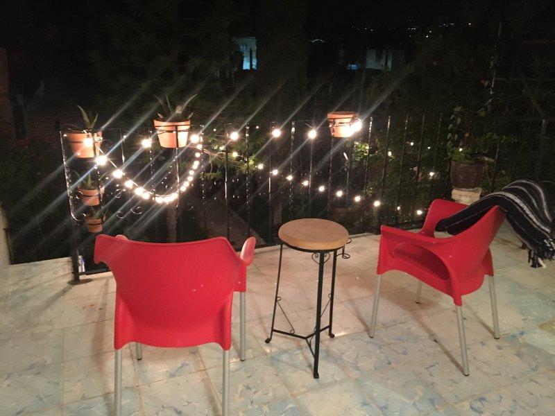 Bohemian Casita with Outdoor Kitchen, holiday rental in El Santuario