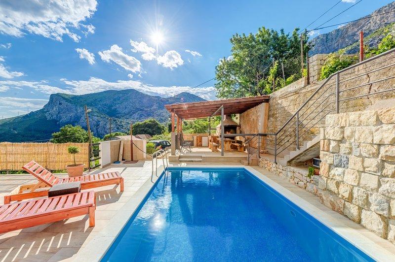 Comfortable family villa, location de vacances à Solin