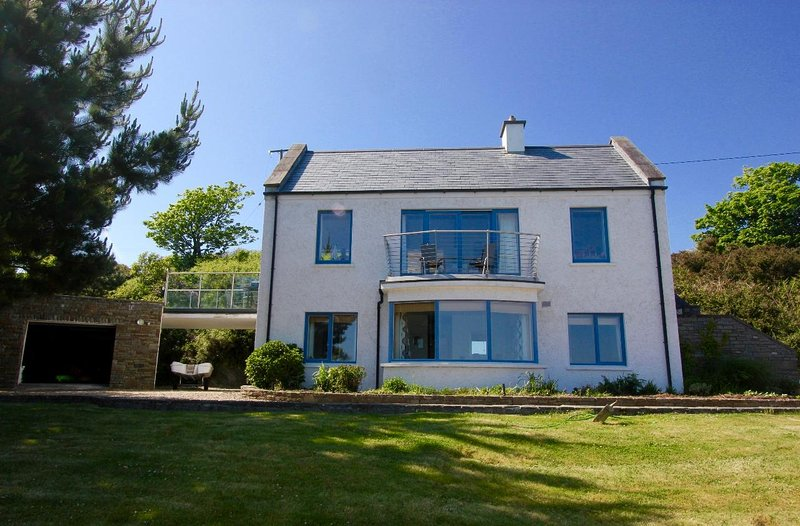 Stunning seafront property in a magnificent location on the West Cork coastline., vacation rental in Glandore