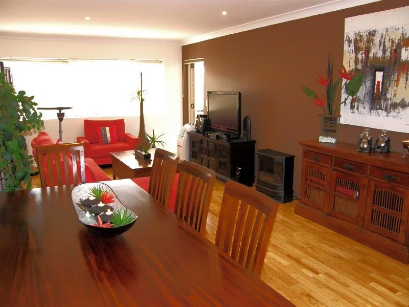 Tatefully furnished and well equipped lounge/diner