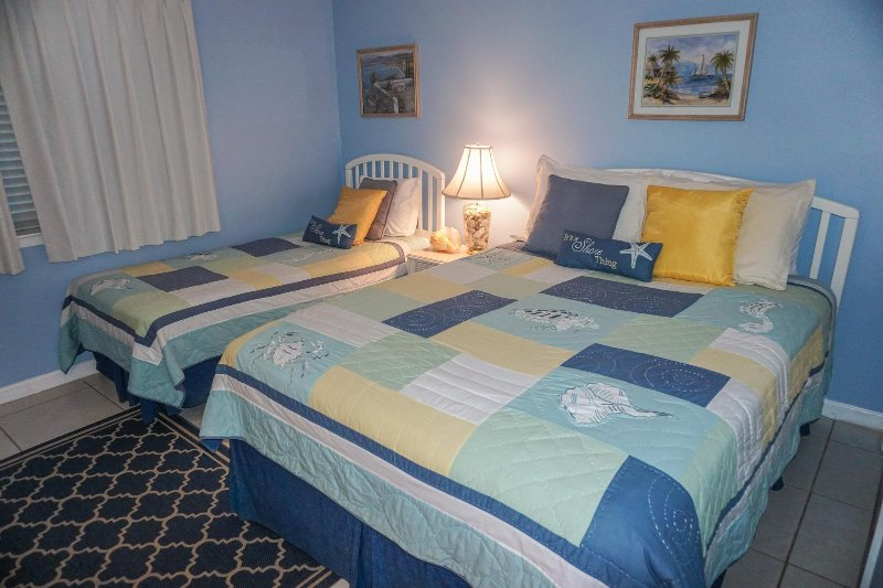 Guest Bedroom with Queen-size Bed and Twin Bed - View #1