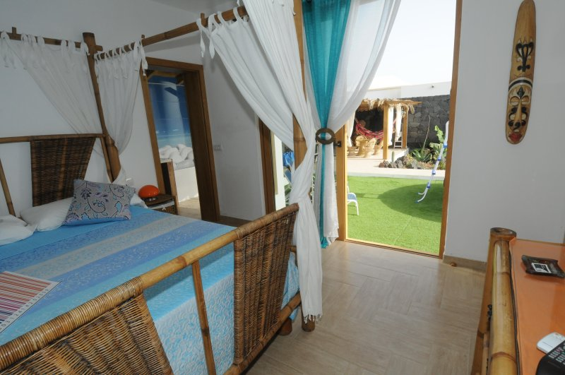 Villa Bali,  one bedroom with BBQ, solarium and private pool, Ferienwohnung in Playa Blanca