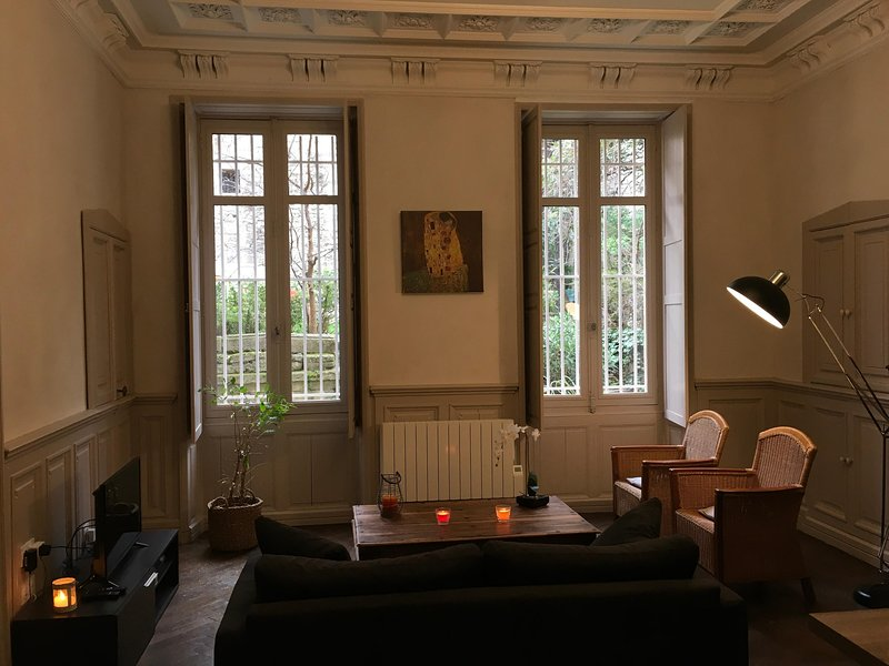 The living room of the eighteenth century with a garden and a courtyard with views of the Papal Palace.