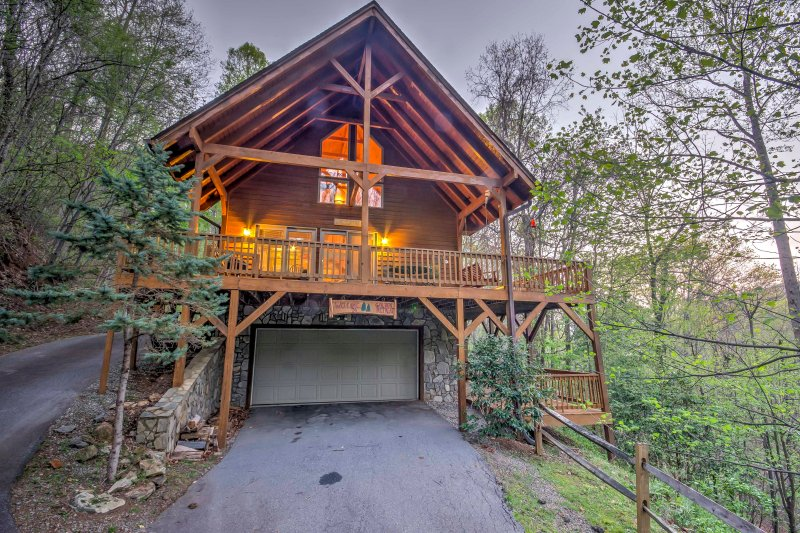 Experience a peaceful woodland getaway at 'The Golden Retreat,' a 3-bedroom, 3-bathroom vacation rental cabin in beautiful Maggie Valley.