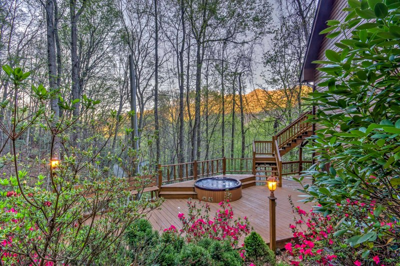 The home features a 4-person hot tub, which requires a mandatory fee.