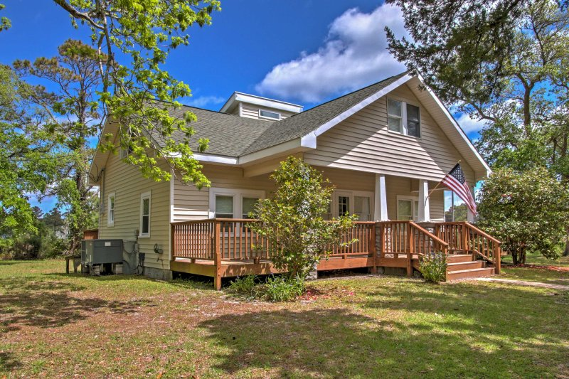 Your handsome Atlantic vacation rental home awaits!