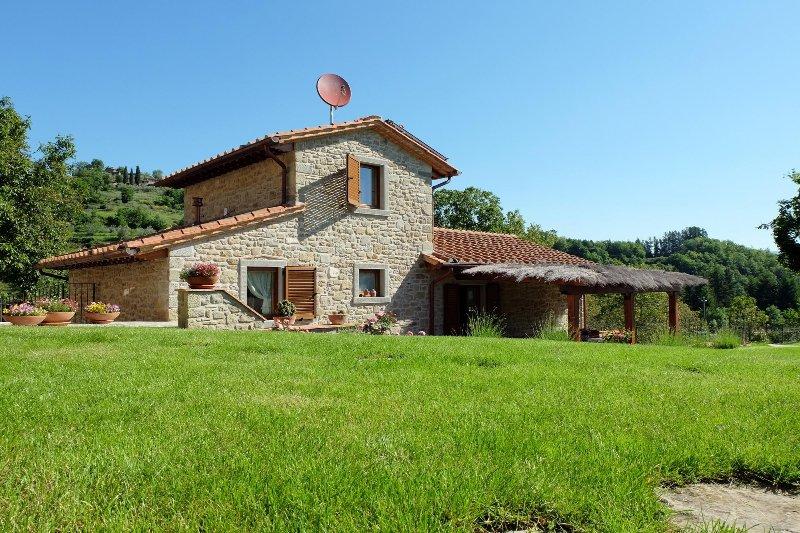 Bellissima villa in pietra con piscina nella campagna for Case con facciate in pietra