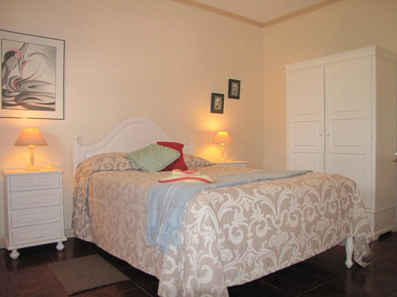 Master slaapkamer met een tweepersoonsbed
