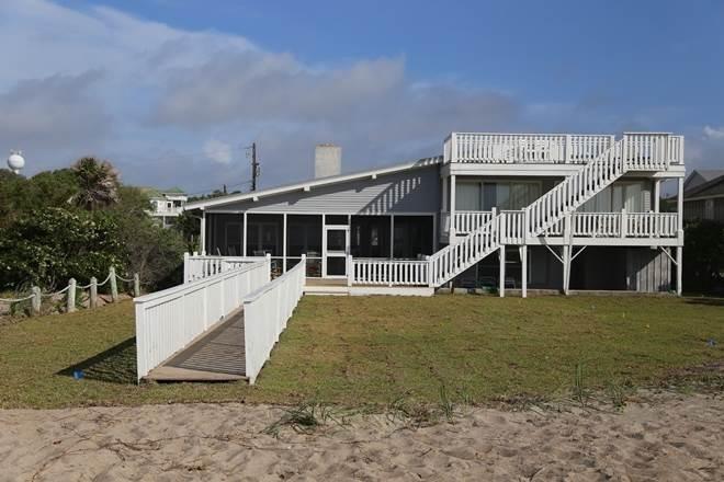 2204 Point St - 'Hacienda Loca Del Mar', holiday rental in Edisto Island