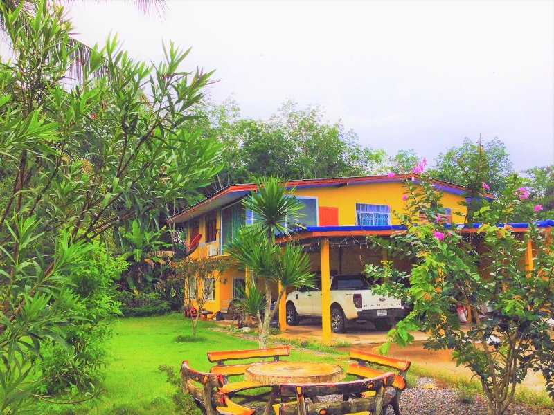 Home garden warm atmosphere with barbecue area, holiday rental in Ban Laem Mae Phim