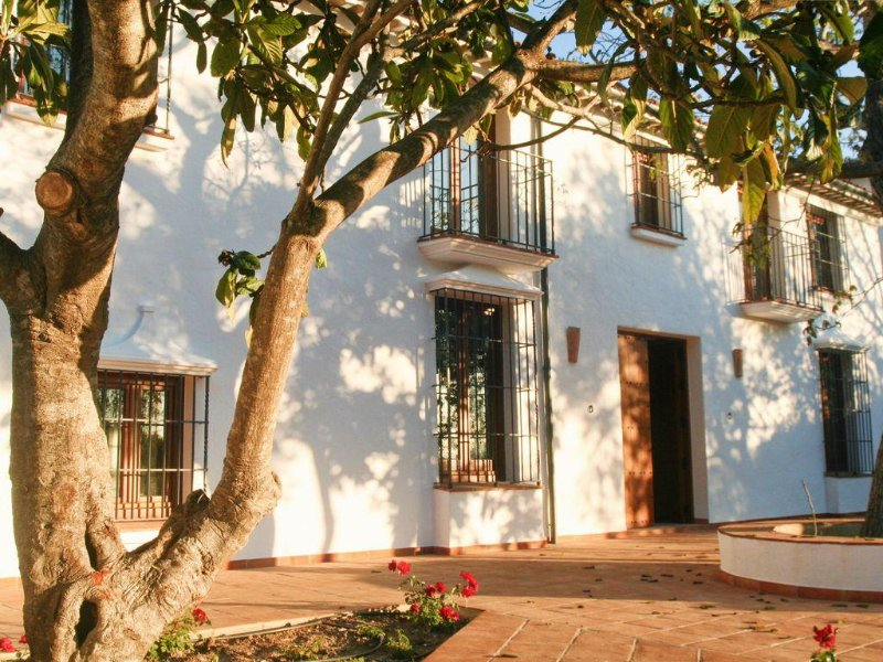 La Betania - Renovated country house with pool in beautiful valley, vacation rental in Grazalema