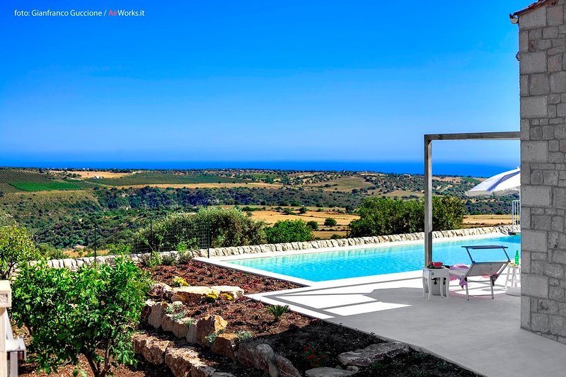 Promo October. Villa with private pool,free wi-fi,bbq,garden and panoramic views, holiday rental in Marina di Ragusa
