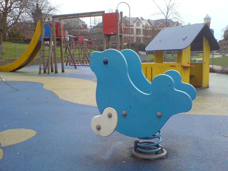 Area giochi per bambini nel parco - Acre di Batchelor, a pochi passi dall'appartamento.