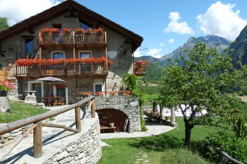 Il Cane - Two rooms Holidays in the heart of the Alps, vacation rental in Etroubles