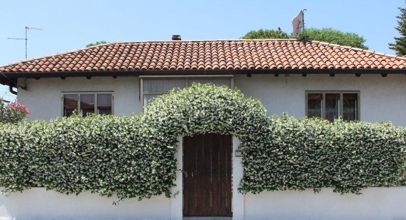 La Casetta - luminosa e confortevole con giardino, vacation rental in Sistiana