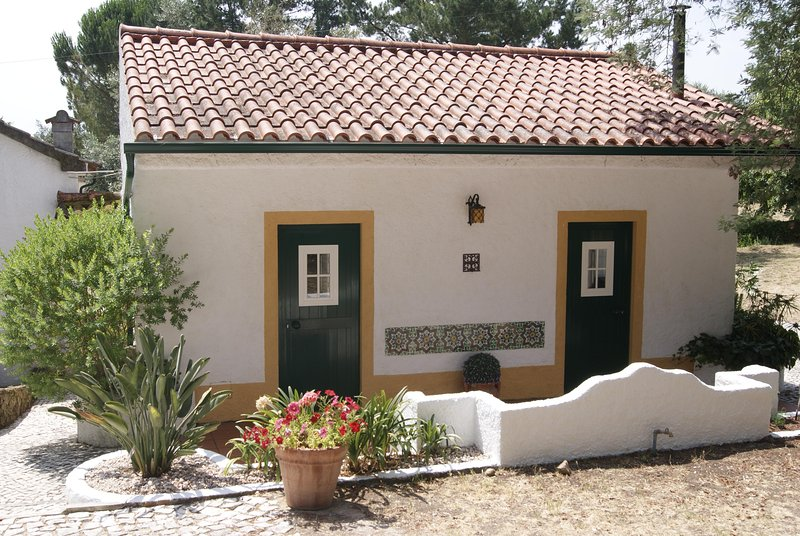Casa do Vale family cottage Alverangel, location de vacances à Constancia