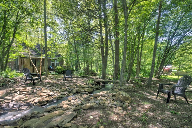 Tranquility awaits you at this charming 1-bedroom, 1-bathroom vacation rental house which sleeps 4 in Barnardsville.