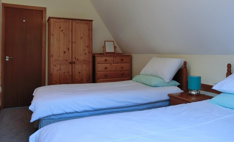Twin Room, cotton duvet sets, luxury wool duvets, electric blankets, full mirror