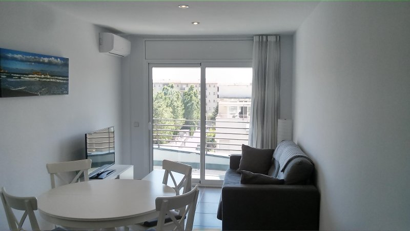 Precioso apartamento en primera línea de mar, holiday rental in L'Estartit