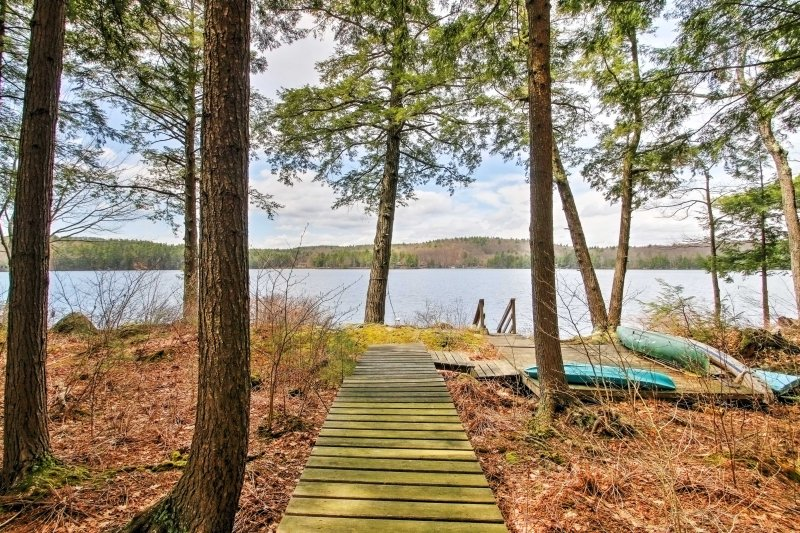 Lakeside Francestown Home w/Dock, Kayak, & Canoe!, holiday rental in Henniker