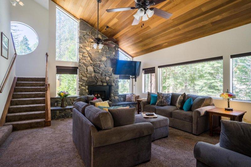 3200 Sq Ft luxury home perfect for Holiday Family Gatherings 3 br 3 ba sleeps 10, alquiler de vacaciones en Parque Nacional de Yosemite